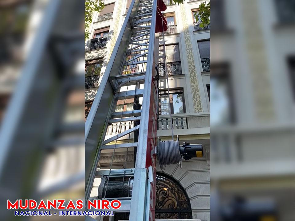mudanzas madrid maquina elevadora 14 pisos
